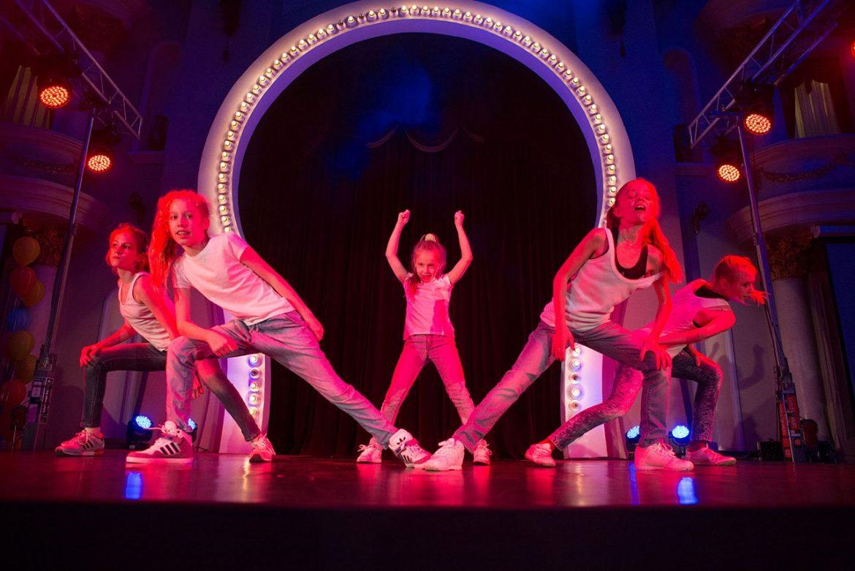 Танцевальная студия для саморазвития мамы и ребека
